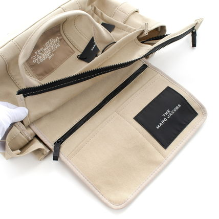 MARC JACOBS トートバッグ 【最短翌日着】MARC JACOBS SMALL TRAVELER TOTE A4OK M0016161(12)