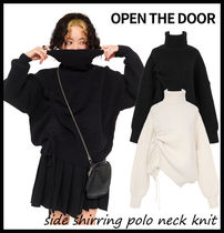 【OPEN THE DOOR】side shirring polo neck knit