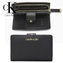 CALVIN KLEINカルバンFAUX SAFFIANO LEATHER FRENCHクラッチ財布