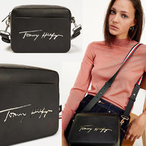 Tommy Hilfiger ICONIC SIGNATURE LOGO CAMERA BAG