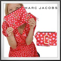 MARC JACOBS The Snapshot Printed Hearts Mini Compact Wallet
