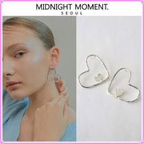 【MIDNIGHT MOMENT.】love carry earring〜ハート型のピアス