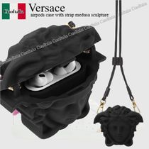 VERSACE(ヴェルサーチェ) クラッチバッグ Versace airpods case with strap medusa sculpture