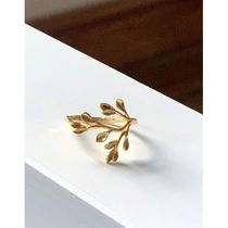 & Other Stories dainty flower ring in gold