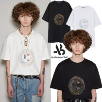 ANDERSSON BELL(アンダースンベル) Tシャツ・カットソー ★ANDERSSON BELL★人気 UNISEX SMILE EARTH EMBROIDERY T-SHIRT