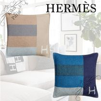 HERMES パリ本店より クッション H Casaque 《Hカザック》