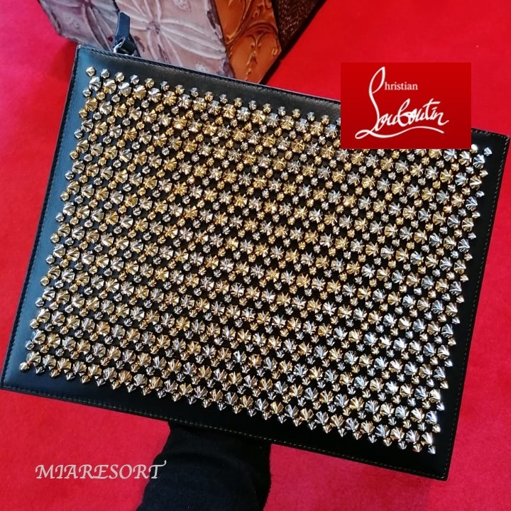 21SS 新作 ★ ルブタン ★ Pifpouch Spike ☆ クラッチバッグ ☆ (Christian Louboutin/クラッチバッグ) 1215163M039