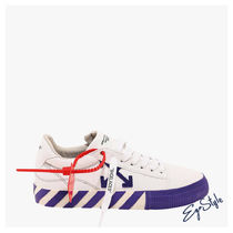 SNEAKERS IN CANVAS