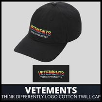 [VETEMENTS] THINK DIFFERENTLY LOGO TWILL CAP (送料関税込み)