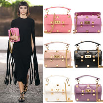 V2175 MEDIUM ROMAN STUD THE SHOULDER BAG IN NAPPA WITH CHAIN