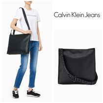 Calvin Klein Jeans★ウルトラライト ホーボーバッグ*ブラック