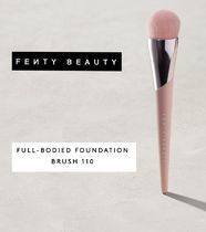 FENTY BEAUTY / FULL-BODIED FOUNDATION BRUSH 110