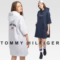 TOMMY JEANS Timeless TOMMY ロゴスウェットワンピース すぐ届く
