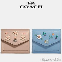 COACH Wyn Small Wallet Floral Embroideryミニ財布 日本発送OK