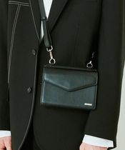 ENHYPENソヌ着用S SYのWIDTH SQUARE LEATHER MINIMAL BAG