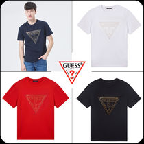 Guess(ゲス) Tシャツ・カットソー [GUESS]★韓国大人気★Gold 2-Line PVC Triangle  Logo T-shirt