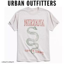 Urban Outfitters(アーバンアウトフィッターズ) Tシャツ・カットソー 【Urban Outfitters ×Nirvana 】人気コラボ Tシャツ