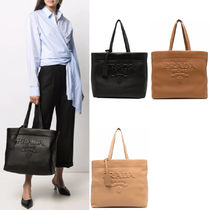 PR2572 LOGO EMBOSSED LEATHER TOTE
