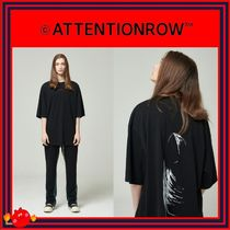 ATTENTIONROW(アテンションロー) Tシャツ・カットソー [ATTENTIONROW] 21S4D005 Red Stitch Suspicious Tee/追跡付