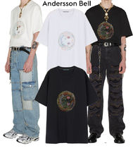 ANDERSSON BELL(アンダースンベル) Tシャツ・カットソー 【ANDERSSON BELL】★UNISEX SMILE EARTH EMBROIDERY T-SHIRT