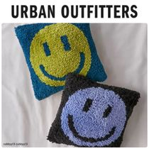 Urban Outfitters Happy Face Tufted Mini Throw スマイル
