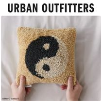 Urban Outfitters Yin Yang Tufted Mini Throw ミニクッション