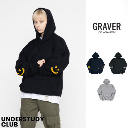 【GRAVER】3-7日お届け/ Elbow Smile Drawing White Clip Hoodie