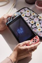 URBAN OUTFITTERS【Nintendo Switch Travel Case】
