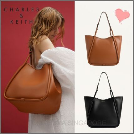 Charles&Keith トートバッグ 【シンガポール】☆CHARLES&KEITH☆ポーチ付 大容量トートバッグ