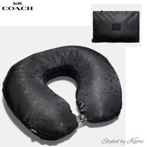 Coach(コーチ) トラベルグッズその他 国内発送【COACH】Packable Travel Pillow In Signature Nylon
