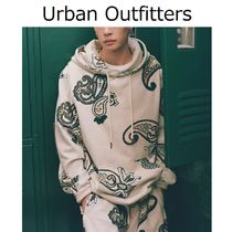 Urban Outfitters(アーバンアウトフィッターズ) パーカー・フーディ 【Urban Outfitters】Exploded ペイズリー柄 フーディ